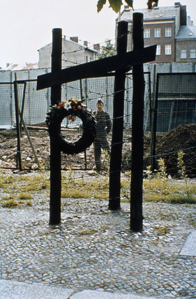 The memorial to Olga Segler, an East German killed when attempting to escape over the Berlin Wall, 25 September 1961.