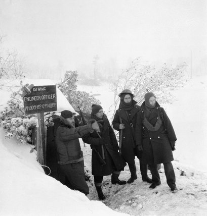 No. 151 Wing's Engineering Officer, Flight Lieutenant Gittins, with RAF sentries at the snow-covered airfield at Vaenga, near Murmansk in Russia, October 1941.