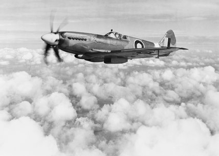 Supermarine Spitfire Mk XIVe RB140 in March 1944. This aircraft served operationally with Nos. 616 and 610 Squadrons, but was destroyed in a landing accident at Lympne on 30 October 1944.