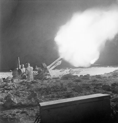 British 25-pounder field guns in action on the night of 2 June 1942 during the Battle of Gazala in Libya.