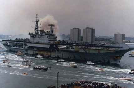 HMS HERMES returns to Portsmouth from the Falklands, 21 July 1982.