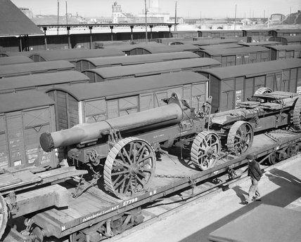 The barrel of a 9.2-inch howitzer of No. 2 Super Heavy Battery, Royal Artillery, on a railway flatcar at Dunkirk, having been transported from England on a cross-channel ferry, 20 March 1940.