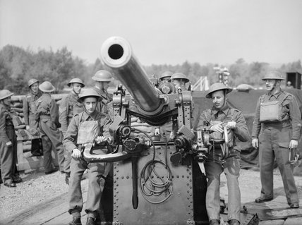 A 3-inch gun crew of 303rd Battery, 99th Anti-Aircraft Regiment, Royal Artillery, at Hayes Common in Kent, May 1940.