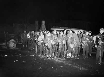 British troops arriving on the quayside at Namsos in Norway prior to evacuation, 2 May 1940.