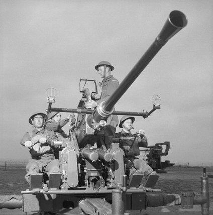 Home Guard soldiers manning a Bofors gun, 16 November 1943.
