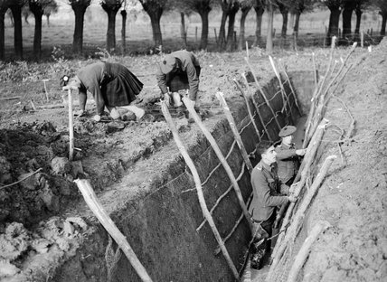 Men of the 1st Battalion Queen's Own Cameron Highlanders digging trenches at Aix, France, November 1939.