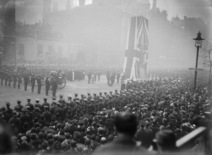 King George V prepares to unveil the Cenotaph in Whitehall, London, at 11am on Armistice Day, 11 November 1920.  The coffin of the Unknown Warrior lies on a gun carriage behind the King.