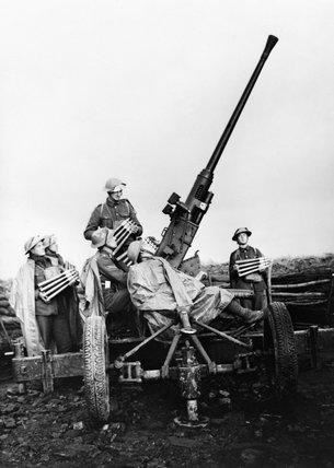 A 40mm Bofors anti-aircraft gun and crew near Douai, France, November 1939.