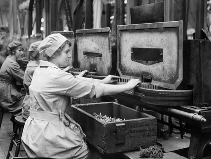 Women munition workers operating Annealing machines in Cartridge Factory 5, at the Royal Arsena,l Woolwich, London, during the First World War.