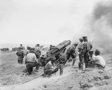 A 60-pounder artillery battery in action at Gallipoli, 1915.
