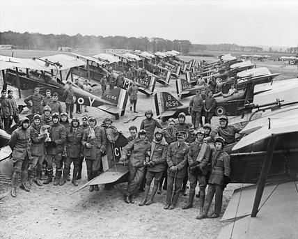 Pilots, mechanics and SE5a aircraft of No.1 Squadron, RAF, at Clairmarais aerodrome near Ypres, 3 Jult 1918.