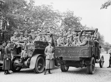 Members of the Women's Royal Air Force (WRAF) boarding tenders to go to their billets in Cologne where they were based as part of the Allied occupation force, 19 May 1919.
