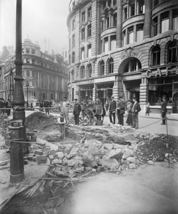 Damage to Liverpool Street in London following the Zeppelin raid on the night of 8 - 9 September 1915.