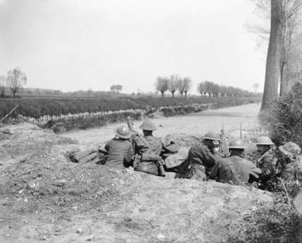 Men of the 11th Battalion, Argyll and Sutherland Highlanders beside the Lys Canal near Saint-Floris, 9 May 1918.