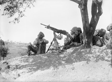A French machine gun crew of the Corps Expeditionnaire d'Orient, Gallipoli, 1915.