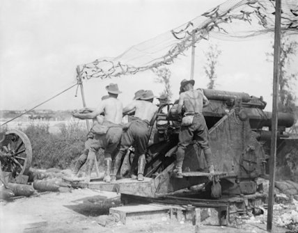 Battle of Pozieres Ridge. Men of an Australian gun crew serving a 9.2-inch howitzer, Fricourt, Somme, August 1916.