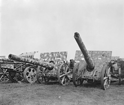 Camouflauge painted German guns captured by Australian and Canadian Divisions during the second battles of the Somme.
