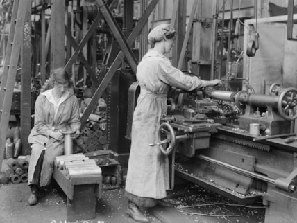A female worker operates a turning machine in Royal Shell Factory No.3 in the Royal Arsenal, Woolwich, London, May 1918.