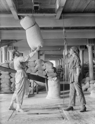 Women workers hoisting sacks of flour to another floor in the mills of Messrs. Rank & Sons, Birkenhead, September 1918.