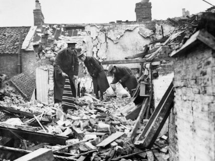Territorial soldiers clear up the debris following an air raid on King's Lynn, 1915