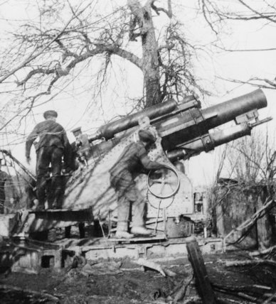 One of the first 9.2 inch howitzer (Mother) to arrive in Flanders.