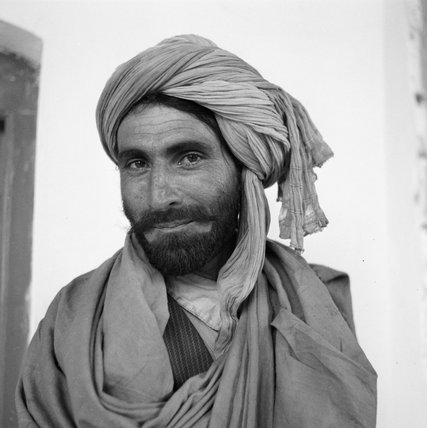 A tribesman from North Waziristan waits for a military escort at a frontier post near Miranshah, India, 1944