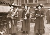 Suffragettes armed with materials to chain themselves to railings, 1909