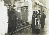 Police guarding the National Gallery against women: 1914