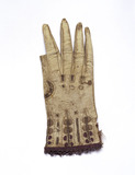 Gauntlet glove of soft brown kid or lamb skin: 17th century