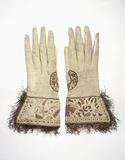 Pair of gauntlet gloves in soft white kidskin: 17th century