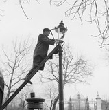 Street lamp cleaner: 1957