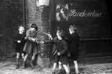 Boys playing in Cable Street: 1951