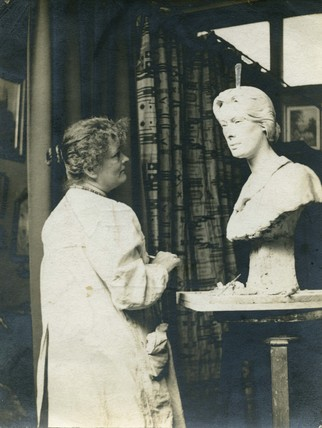 A photograph of Edith Downing: 1905-1914