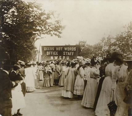 En route to Women's Sunday: 1908
