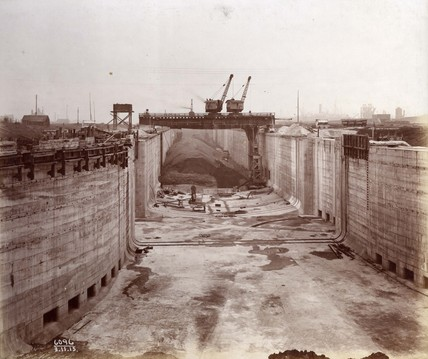Construction of a new entrance lock at King George V Dock: November 1915