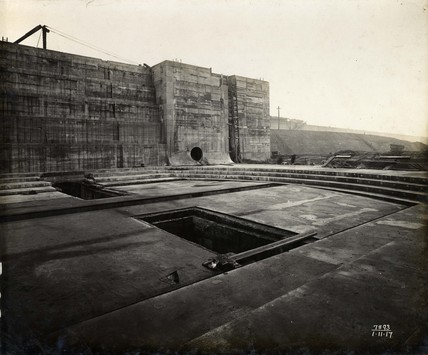 Construction of a new dry dock entrance at King George V Dock: November 1917