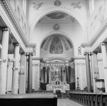 Interior of St. Peter's Italian Church in Clerkenwell: c.1955