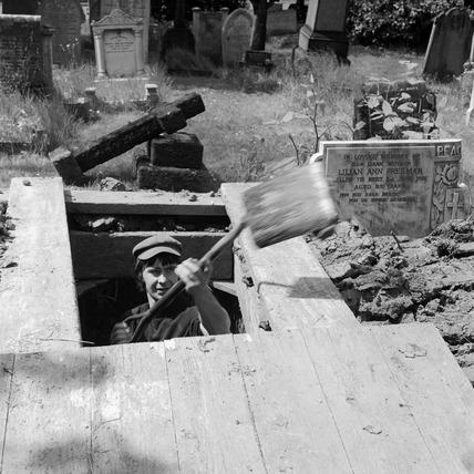 Gravedigger: 1977