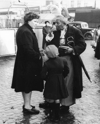 Prince Monolulu at Mile End Market: 1947