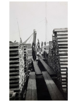 moving timber at Surrey Docks: c. 1930
