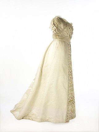 Dress worn by Lady Benson at the Delhi Durbar: c. 1911