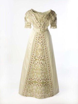 Dress worn by Lady Benson at the Delhi Durbar: c. 1911