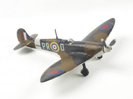 Model of a Frog spitfire war plane.