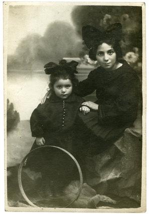 Elizabeth and Balkina Mandlbaum: c. 1910