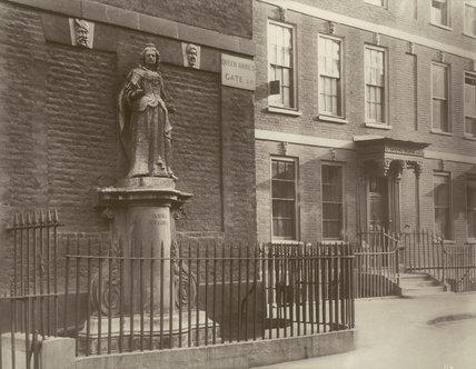 Queen Anne's Gate, Bloomsbury: 1886