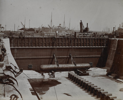 Caisson in position at dry dock entrance: 1914