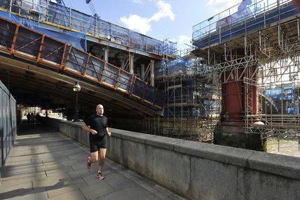 Blackfriars Bridge under construction; 2011