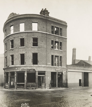 Bomb damage to Albion Public House: 1941