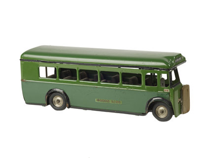 Model of a single decker Green line coach; 1930-1939