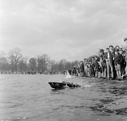 Sailing model yachts in Kensington Gardens, 1951